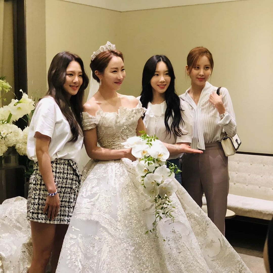 Time flies, it feels like yesterday when we got countless lesson from CSJH's Sunday Unnie when we were a trainee and now, we are so elated to be one of the attendees on her wedding. Hope you have a marriage life filled with blessings, Unnie! @HYOKlM, @seozhuxian, and I love you.pic.twitter.com/Kce3RJSeXa