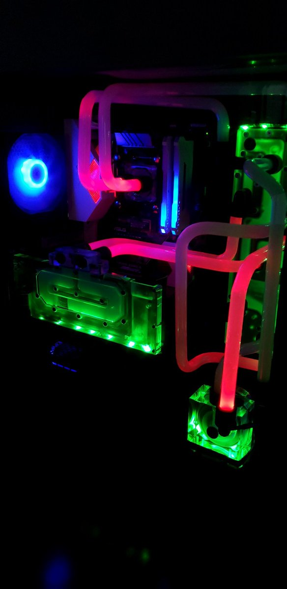 I could just play with the RGB all day... #NerdLife pic.twitter.com/yqcr0r6Qrv