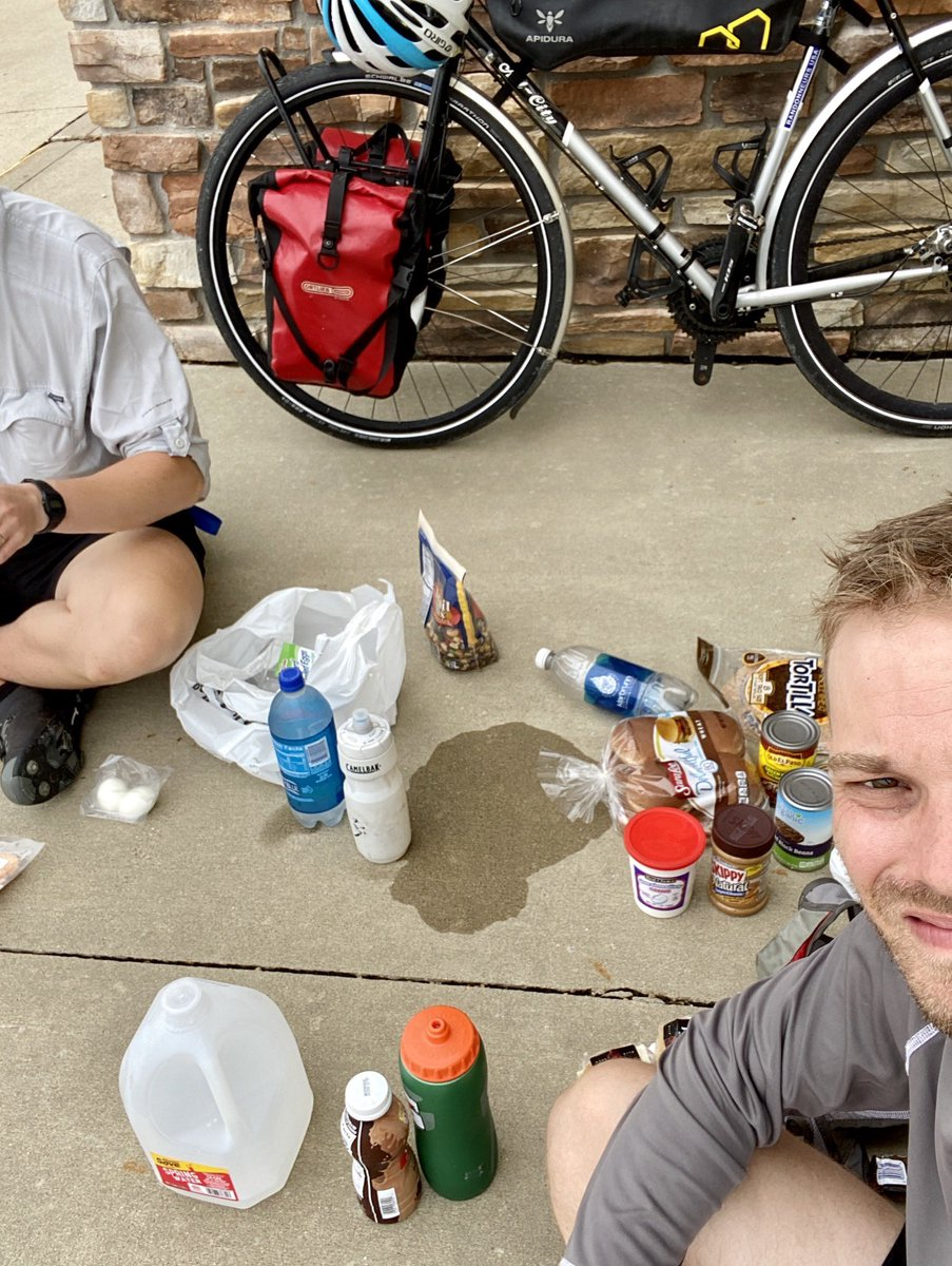 Day 4-5: Iowa 🌽 Field of Dreams, rolling hills, wind at our back and calories.