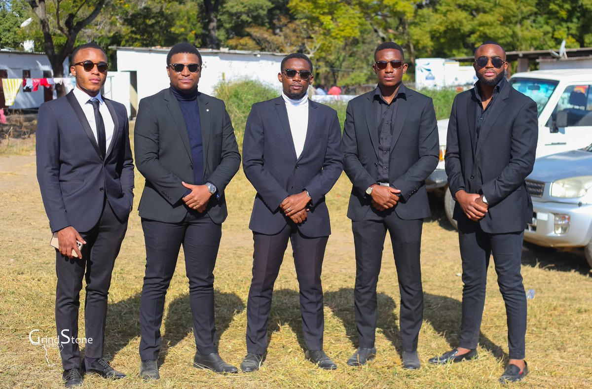 Dressing appropriately for an event is one of the highest expressions of respect. Dapper looks and clean cuts marked some of the lasting moments of Ray Njanike's burial.  #funerals #Eventphotography #dapperstyle #meninblack #suitspic.twitter.com/nBYiSvScAC