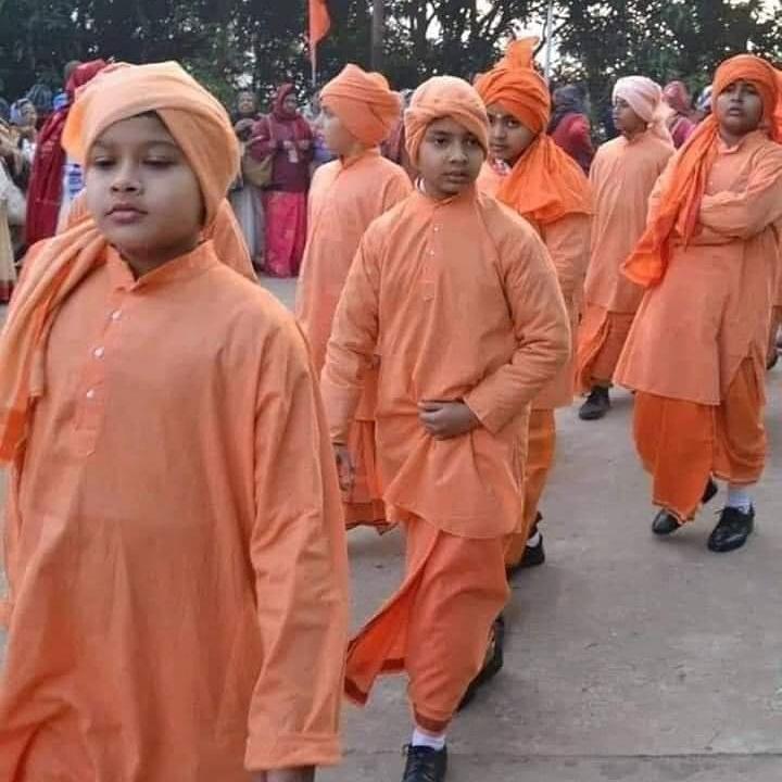 """अगर """"इस्लामिक स्टडी से IAS"""" बना जा सकता है... तो स्टडी ऑफ वेद ,रामायण, गीता, उपनिषद को भी UPSC की परीक्षा में शामिल किया जाए... सनातन धर्म से इतनी नफरत क्यो..?? pic.twitter.com/6v1BLa4pVw"""