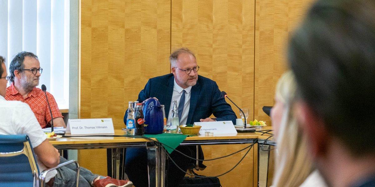 Es war eine beeindrucke Ansammlung an Expert*innen! Lassen Sie uns doch die Strategie für die künstliche Intelligenz so entwicklen, dass wir vor allem KI-Lösungen für die #Verkehrswende und #Energiewende in #Sachsen bauen. So bleibt Sachsen auch Energieland.