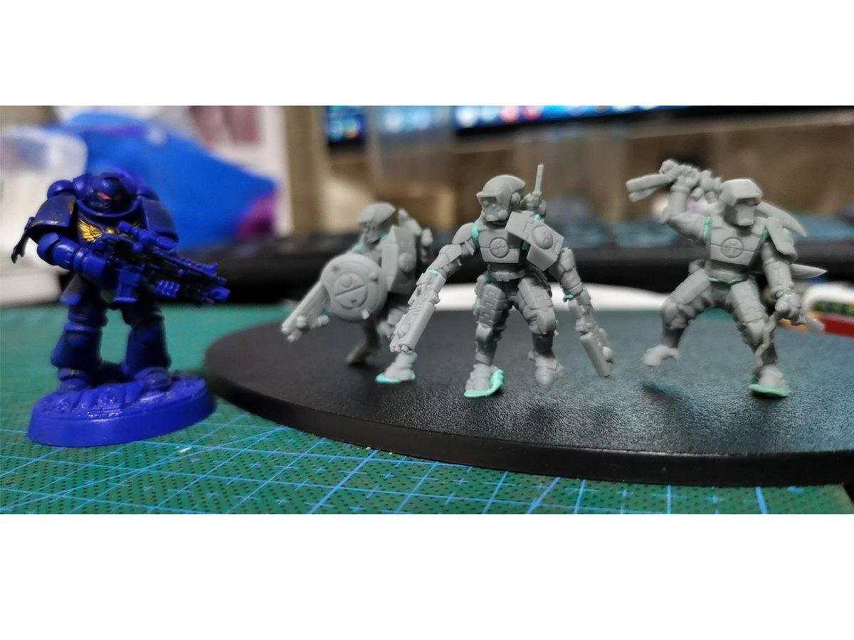 This is a physical comparison #TauEmpire #warhammer40k #shapeways  #40k #Warhammer40k #wargaming #wh40k #tabletop #miniatures #wargames #paintingwarhammer #warhammer40k https://t.co/kq2dnstCM5