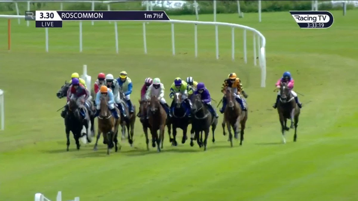 An impressive looking Laureldean Cross wins the Mount Talbot INH Flat Race at @RoscommonRaces, getting off the mark at the second time of asking for trainer @SamCurling1 👏👏