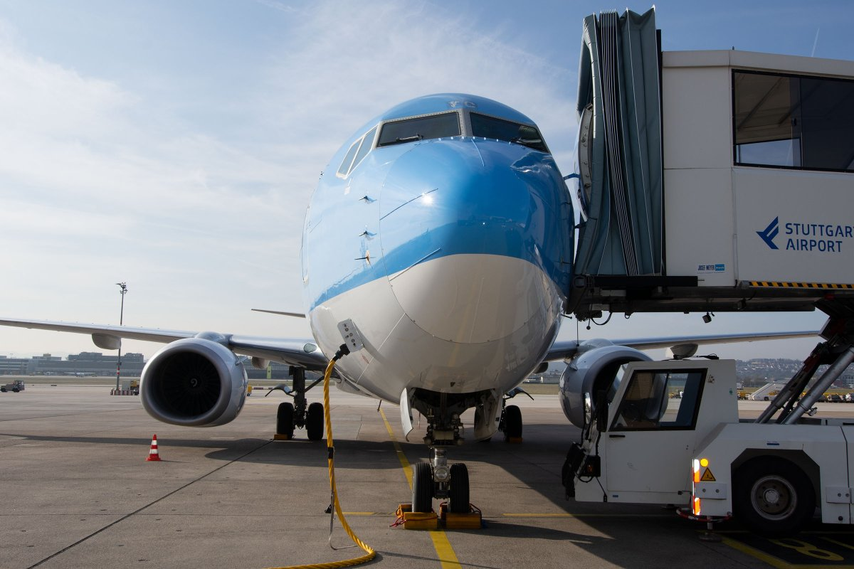 Flughafen In Stuttgart Damit Die Flugzeuge Auch Im Winter Sicher Landen Landkreis Esslingen Stuttgarter Zeitung