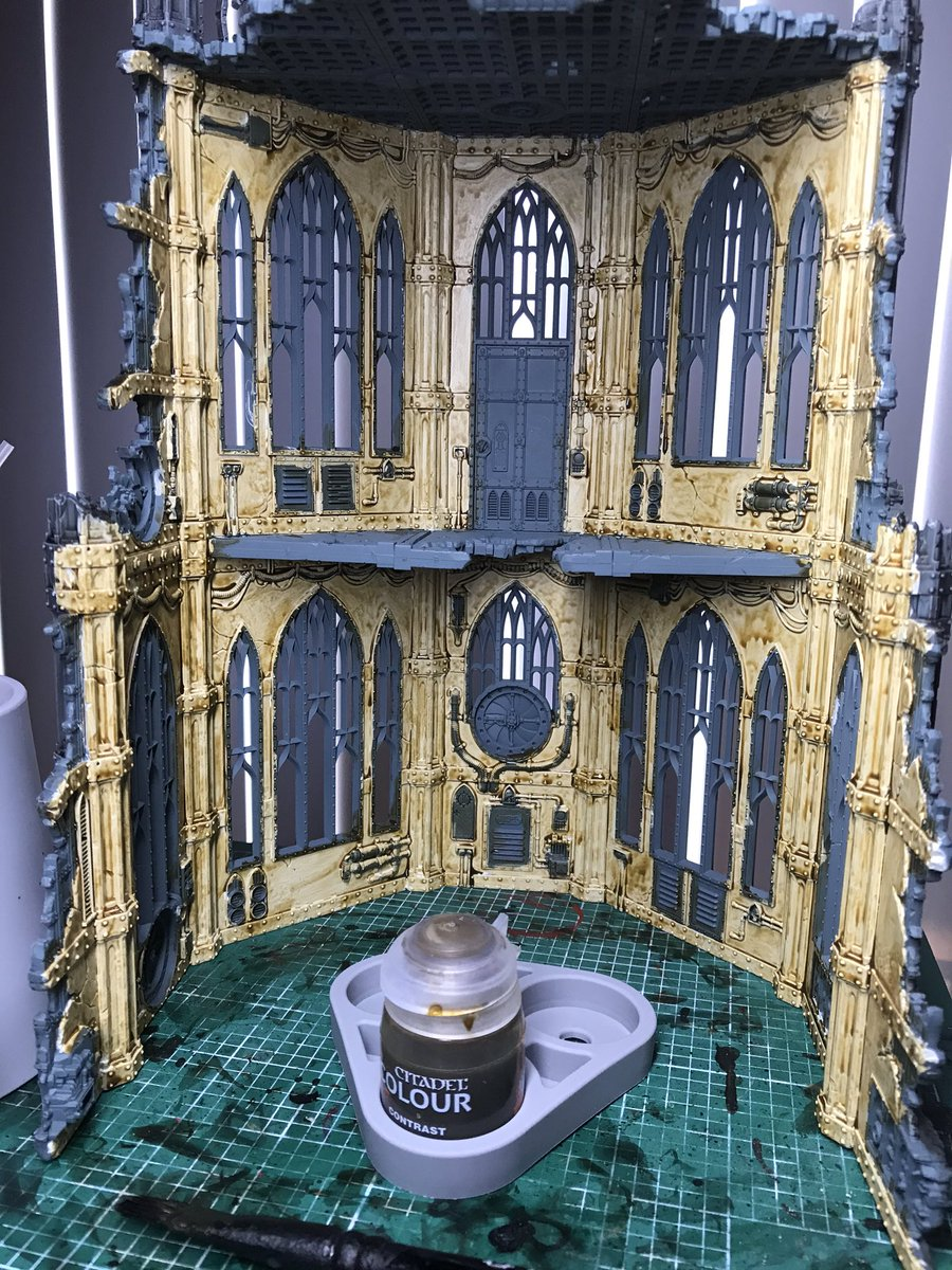 #WarhammerCommunity #warhammer40k #40K  I  painted the interior with Skeletal Hoard Contrast paint. I am not used to using these and find them rather tricky to use. I shook it very well though and did a thin coat I won't know for sure until it does it's thing and dries. https://t.co/oWUeCN185z