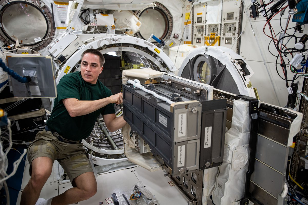 Last week, @Astro_SEAL worked on installing the Nanoracks CubeSat Deployer on the Japanese Experiment Module slide table. The deployer has allowed for numerous small satellites to be released from the @Space_Station. go.nasa.gov/303e6Wx