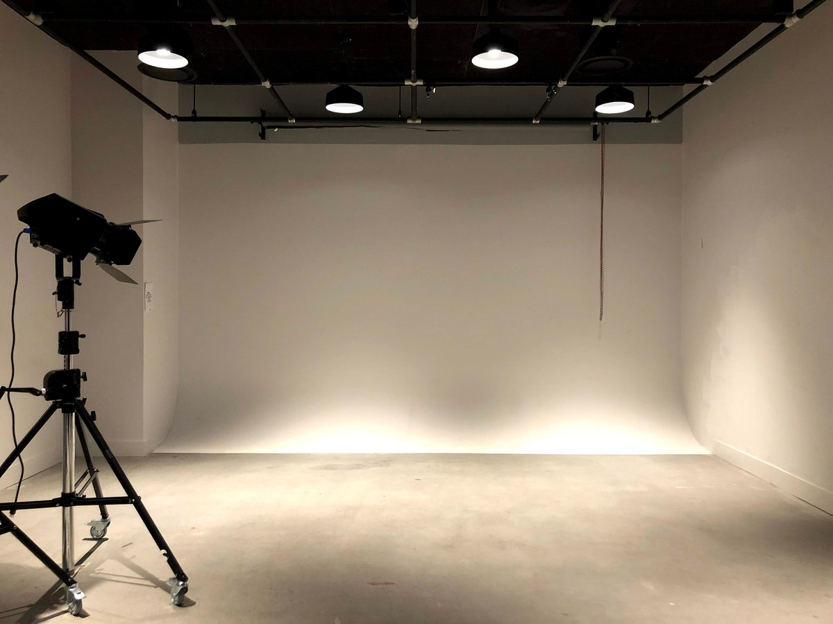 Do you need to rent a studio? Our space is ideal for photoshoots and interviews with high ceilings and large open space.  #contentagency #videoagency #editor #cinema #toronto #videoproduction #film #contentcreation #webcasting #zoom #advertising #producer #toronto https://t.co/LJKwlM6bN9