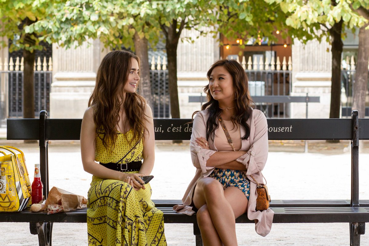 #NEW | Lily Collins's new tv series 'Emily in Paris' (created and written by Darren Star) will be released on Netflix this fall! Here's some stills 📰 https://t.co/mgnnOWkLhP
