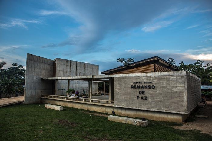 """#EspecialDigital  """"Remanso de Paz"""" es un lugar de Pueblo Bello en Turbo, Antioquia, en donde se construye memoria histórica y diferentes procesos sociales de esta población víctima del conflicto.   Conózcanlo en #CaminandoLaMemoria del @MuseoMemoria_Co https://t.co/JiTC5DFQ8N https://t.co/F2ikYKr7nc"""