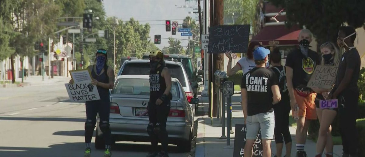"""BLM protest held at North Hollywood church where 2 parishioners put up a """"no trespassing"""" sign for a Black woman. """"Our staff acted in a manner that wasn't loving, that did not represent the love of God, and in a manner that was racially biased."""" https://t.co/7qxm8YiHbA https://t.co/IMFJwWJ4LR"""