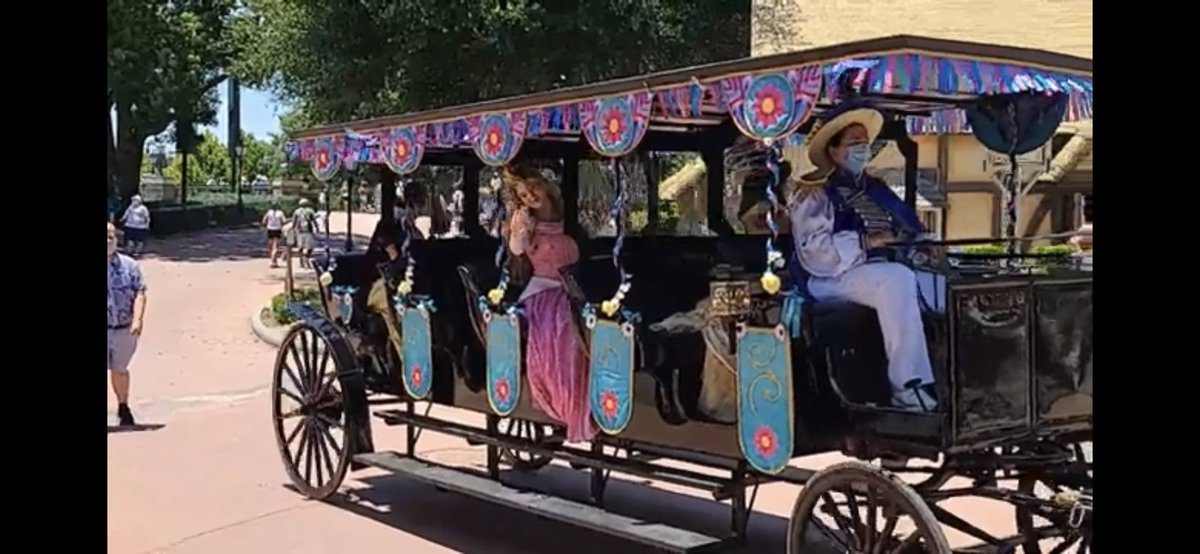 Turned on a live stream during my lunch and there's a straight up princess parade in the middle of World Showcase. #hellyeah https://t.co/KBhSmeUbo2