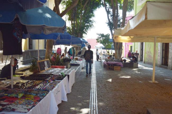 "ESPECIALES   Artesanos del ""callejón del Carolino"" de #Puebla crean fondeadora para superar crisis por Covid-19 https://bit.ly/2OhWNLMpic.twitter.com/YMNLUZJd2Q"