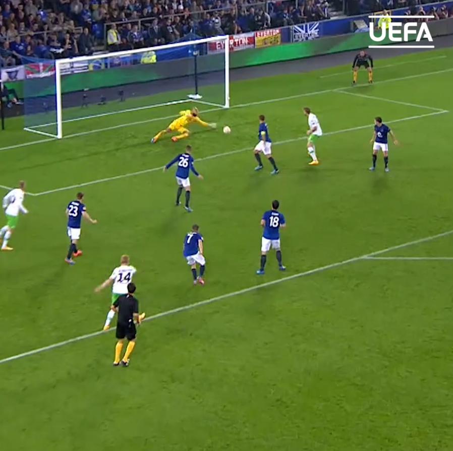 🗓️ #OTD in 2014 🧤 12 saves in one game   🇺🇸 Tim Howard 👏👏👏  #UEL | @Everton | @TimHowardGK https://t.co/CrVyvBj7oL