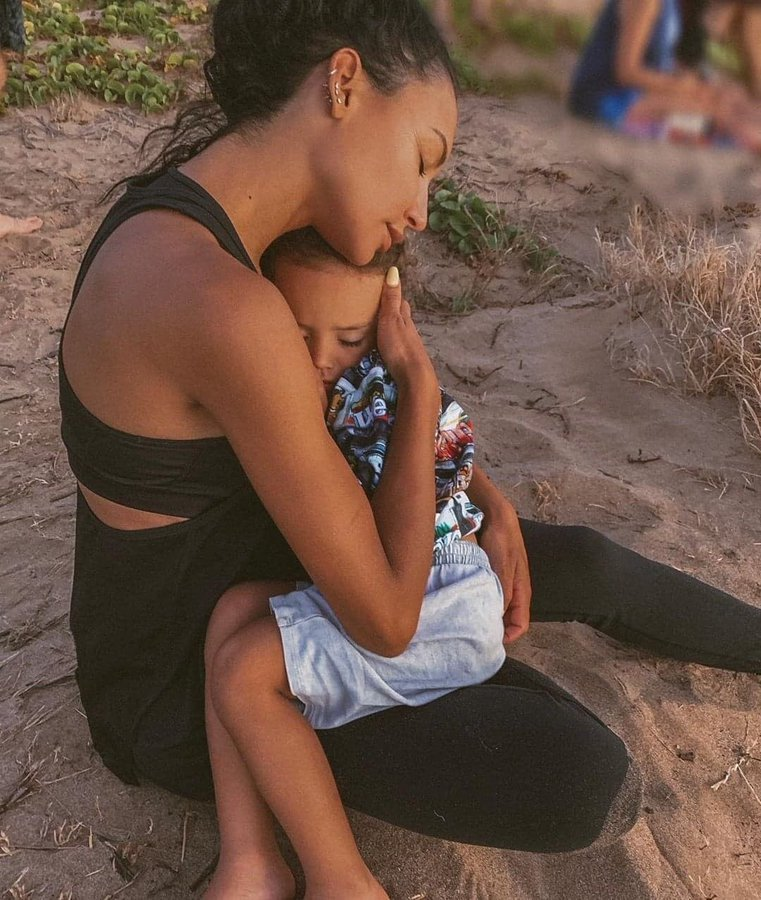 Naya Rivera managed to save son before being swallowed by the water.   Her son's testimony is that she pushed him onto the boat   There truly is nothing like a mother  <br>http://pic.twitter.com/PAPMOD5gfM