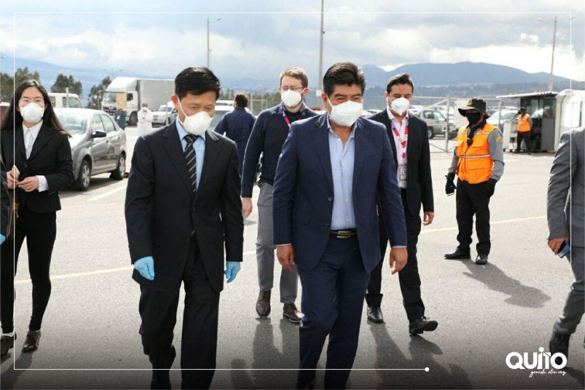El alcalde Dr. Jorge Yunda Machado recibió esta tarde la donación de 30 mil mascarillas N95 y 20 mil mascarillas quirúrgicas para Quito, por parte de la ciudad hermana de Guangzhou - China. #NoTeRelajes https://t.co/GIiVawI1TE