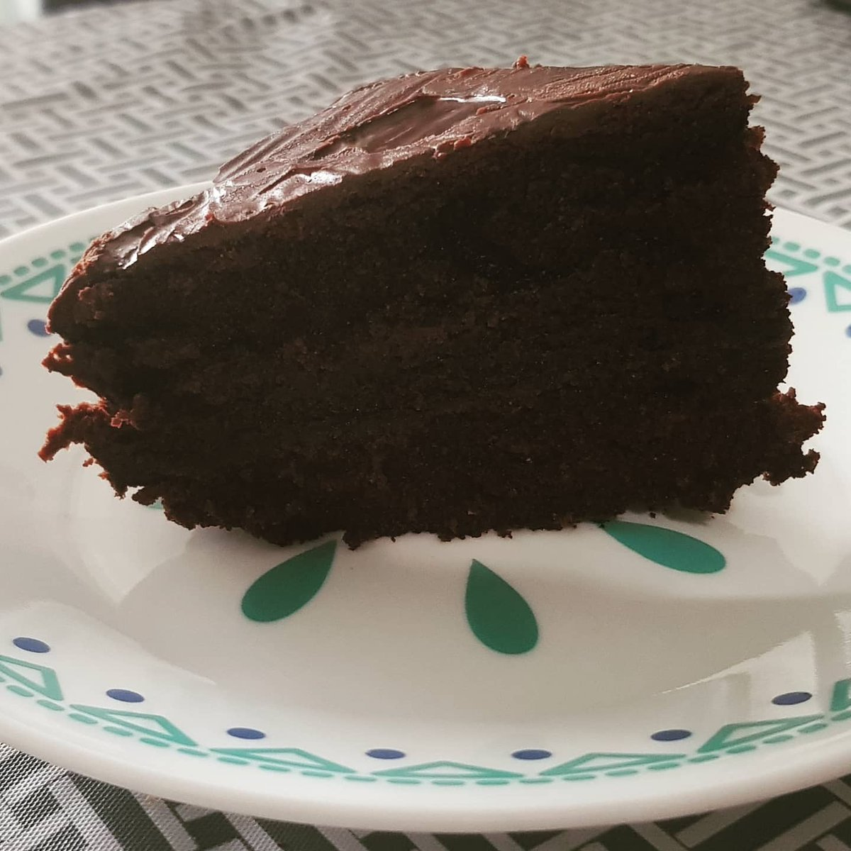 Tried the @foodcast moist chocolate cake recipe and it turned out super moist and delicious. Love! #foodie #chocolate #chocolovers #chocolatecake #fudgecake #chocolatefudgecake #brownie #homemade #baking #canada #uae #pakistan https://t.co/cZJZS6KEme
