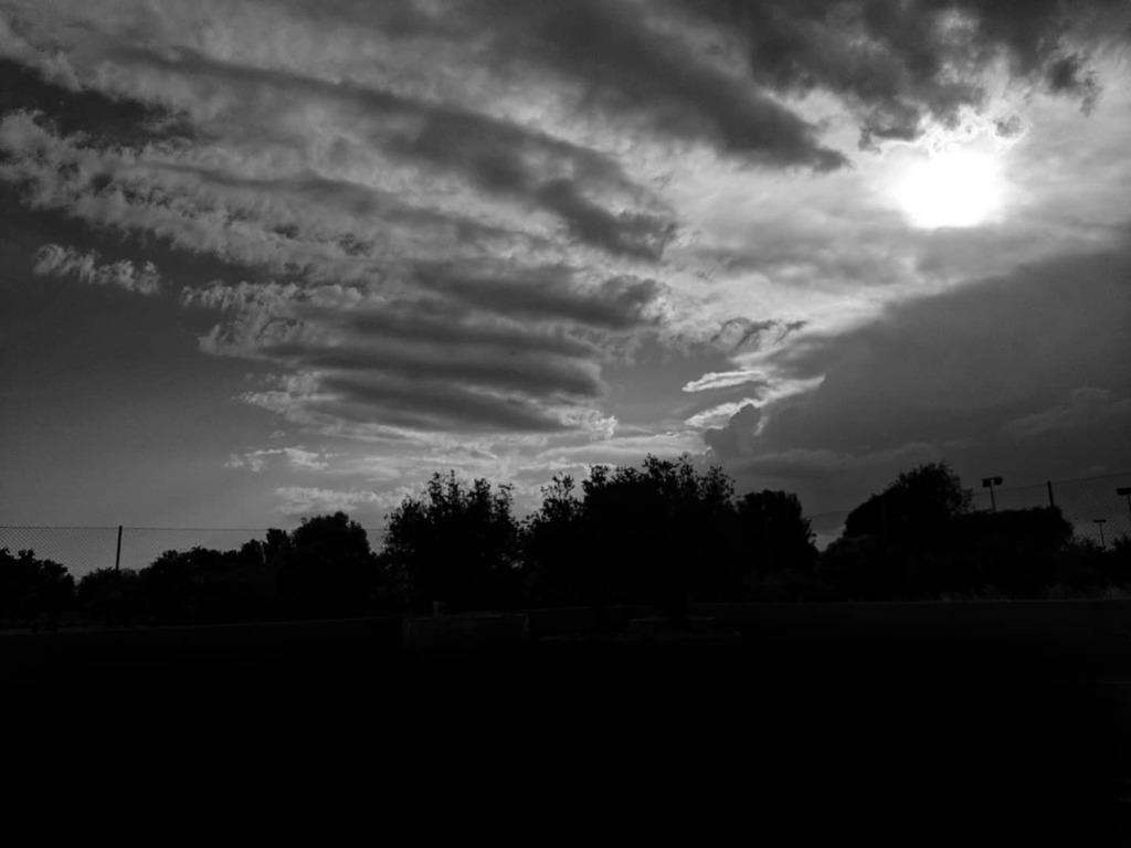 . . #skyporn #cloudporn #atardecer #goodevening #bnw #puestadesol #bw #monochrome #bnw_society #cielo #bnw_captures #nubes #skylovers #blackandwhitephotography #bnw_life #cloud #bw_lover #buonaserata #atardeceres #horizon #bnw_planet #ocaso #pai… https://instagr.am/p/CCmEB12iWoy/pic.twitter.com/PnzKrogDzg