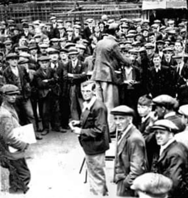 ON THIS DAY in 1936, British Union of #Fascists leader Oswald #Mosley tried to speak in #Hull to recruit thugs to his cause. They were ran out of town by 10,000 dockers, railwaymen, Jews, Irish, antifascists and union members. https://t.co/MlbVdxJLKX