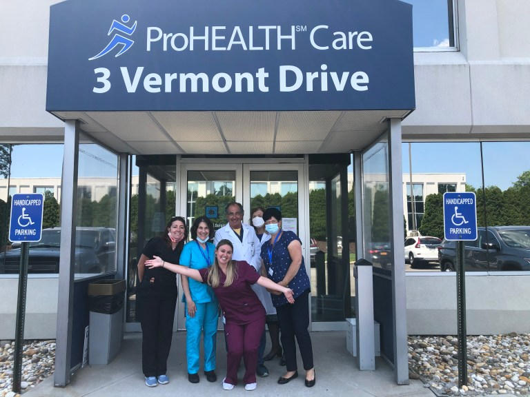 Please join me in giving a big welcome to ProHEALTH Plainview Manetto Hill Gastroenterology, who just moved to a new location at 3 Vermont Drive. #NewLocation #JustMoved #ProHEALTHPridepic.twitter.com/TzAwEsMQeI