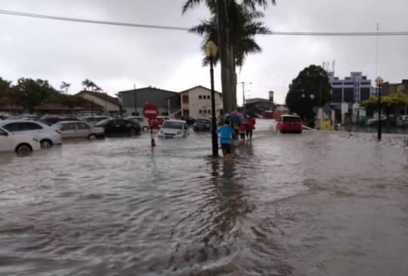 707 mangsa banjir di Johor ditempatkan di 10 PPS https://t.co/9fqNGLCmRH #AWANInews #FajarAWANI https://t.co/7FlEqcw0Lf