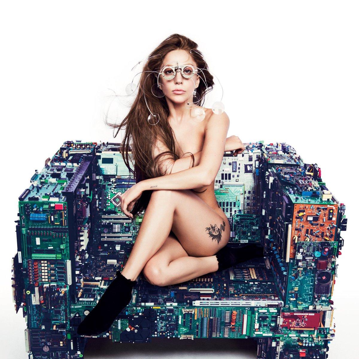 The mistreatment of Lady Gaga during the ARTPOP era; a thread. #justiceforARTPOP