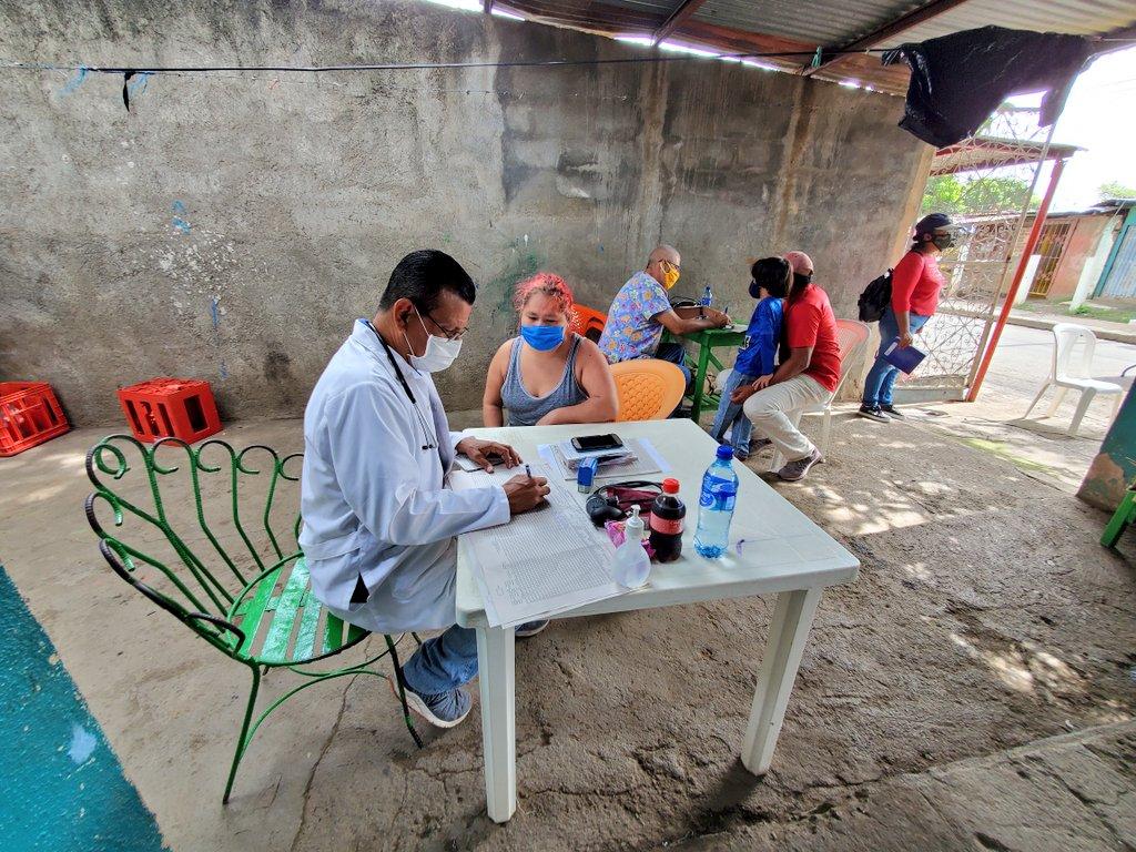 #Nicaragua 🇳🇮  Clínica Móvil del MINSA, llega al Barrio Edgard Munguía de Managua, atendiendo a las 👨👩👧👦 en medicina general, ultrasonidos, ginecología, entre otras especialidades.  ¡Salud para todos, gratuita con calidad y calidez!  #JulioVictoriososSiempre #UnidosEnVictorias https://t.co/6RD78NiXxl