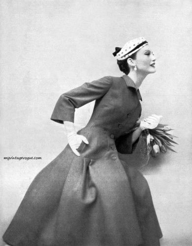 More?  Coat/dress  fab Bergdorf Goodman  #veil pic celebrated WWII photographer #TonyVaccaro @VaccaroStudio -taking pics in 90s- overcame COVID19 https://www.youtube.com/watch?v=moWLnOk-NgY …  1954 Vogue & beautiful dress #fashionmodel #StyleIcon #MaryJaneRussell. #BornthisDay July 10 1926pic.twitter.com/oBslPThcIS