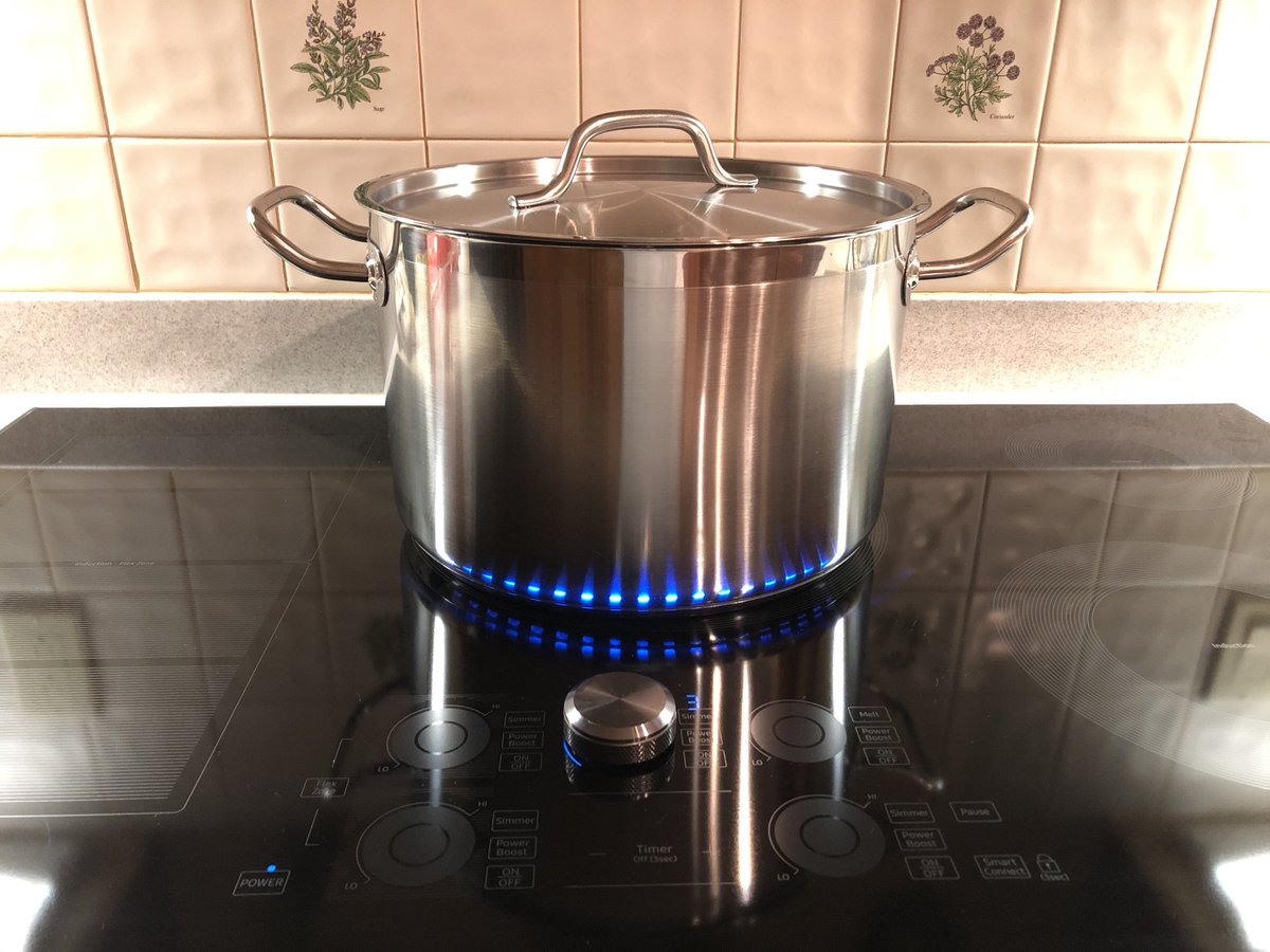 I got a shiny new pot. A new excuse for a picture of my #induction cooktop.    #energyefficiency #nogas #awesomecooking https://t.co/BMDwMlbvOM