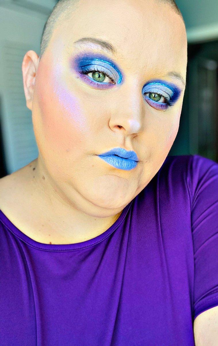 EveryVioletIsBlue@bhcosmetics Take Me Back To Brazil @JeffreeStar Choking On Ice {eyelid} @elfcosmetics Foundation/Concealer  @BenefitBeauty Brows/Mascara  @Maybelline Setting Powder  @bhcosmetics Double Up @JeffreeStar Diamond Lipstick  #makeup #makeuplover #glam #muapic.twitter.com/chBV07qZyI
