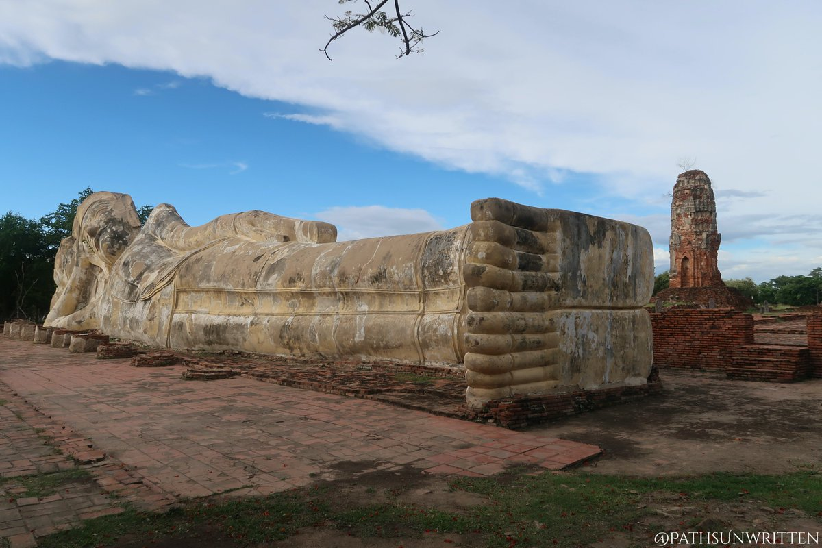 Wat Lokaya Sutha dates from the early Ayutthaya Period and contains the staple #Ayutthaya design of the principal #stupa (in this case #Thai-style prang) sitting between the temple's viharn and ubosot. At the far western end of Wat Lokaya Sutha is a large reclining #Buddha image.pic.twitter.com/3AJ609s3X4