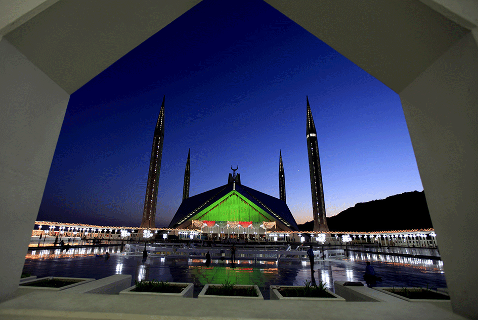 #Pleasing_Pakistan  Faisal Masjid, Islamabad  Designed by a Turkish architect, Faisal Masjid is shaped like a desert Bedouin's tent, and is an iconic symbol in the capital city.  @Aafat007 @TeamVFPofficialpic.twitter.com/EkLEw266SA