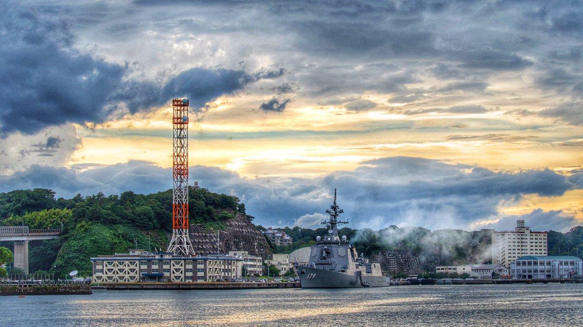 HDR 護衛艦「まや」と横須賀港