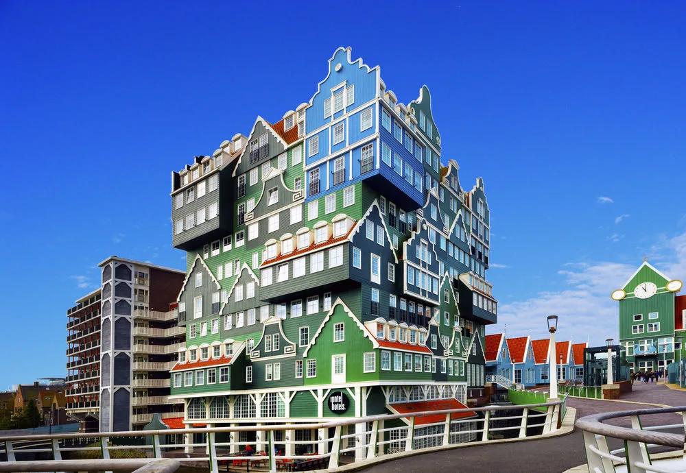 INNTEL HOTEL en Zaandam, Holanda Septentrional.  WAM Architecten, 2010  (He estado pensando las veces que los ingenieros civiles hemos construido algo esencialmente divertido y, nada; por divertido no me ha salido nada. Tal vez no nos dejen.) https://t.co/g5Ss9VNopV