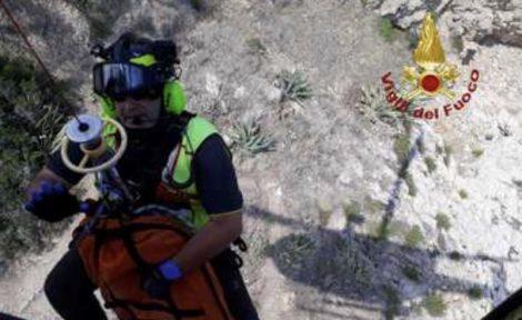Giovane tunisino scivola sugli scogli e muore, la tragedia a Taormina - https://t.co/qr69dTAs4Y #blogsicilianotizie