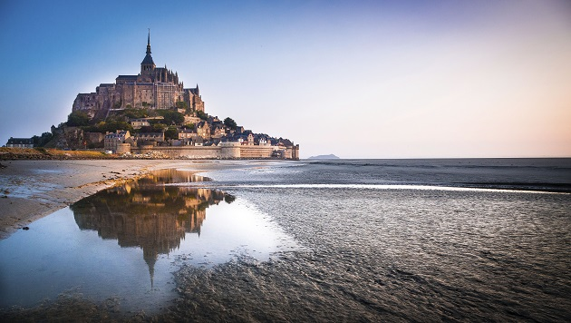 Plan your future travels in France with our top ten bucket-list must see attractions! So hard to choose as there is so many wonderful places to explore... did we miss any of your favorites? Why not share them in the comments http://blog.holidayfrancedirect.co.uk/2020/06/ten-must-see-places-in-france-for-your-travel-bucket-list/…pic.twitter.com/3nUOeu4CPp