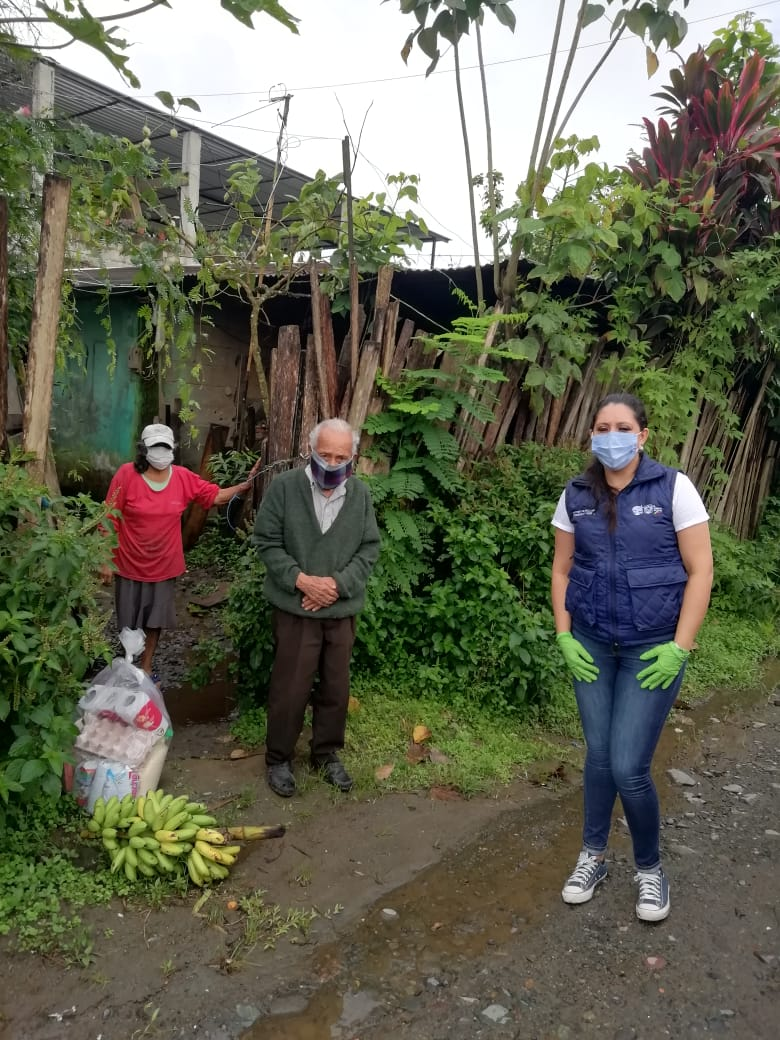 Hasta la fecha se han entregado más de 1'000.000 kits de alimentos de primera necesidad en todo el Ecuador a través de la campaña DAR UNA MANO SIN DAR LA MANO.  En las fotos se pueden ver las entregas en #SantoDomingo. pic.twitter.com/NooEDqKAes