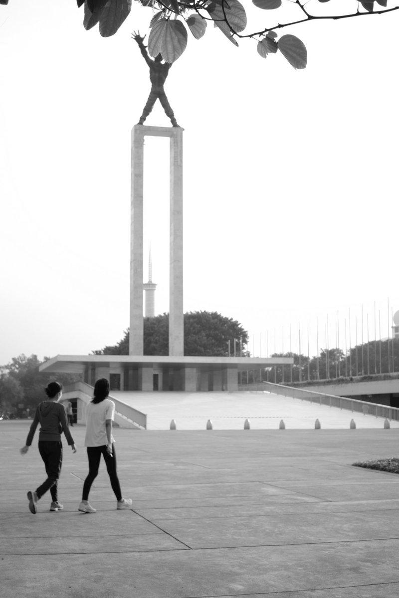 Going to Monument  #streetphotograhy #streetphoto #streetphotographer pic.twitter.com/5m0qKtF76i