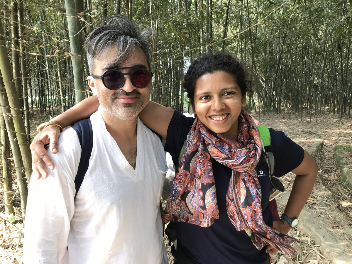 4/7 Trekking along the banks of the Fulahar River in Bihar, India, she met Aziz Khalmuradov, my walking partner from Uzbekistan, who'd come visiting from Central Asia. They spent hours comparing word cognates between Uzbek and Hindi. #WalkingPartnersForLifepic.twitter.com/u6dIlsE7jX
