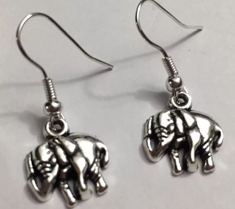 http://etsy.me/2YZQWRD  10$ only Free shipping Elephant charm earrings #craft #etsymntt #handmade #charmearrings #pandora  #etsyseller #charmjewelry #handmadejewelry #etsysocial #earrings #etsyshop  #rt #Charmbracelets  #giftsforher #etsyaa  #giftideas #retweet #etsypic.twitter.com/PMVVYZZGgf