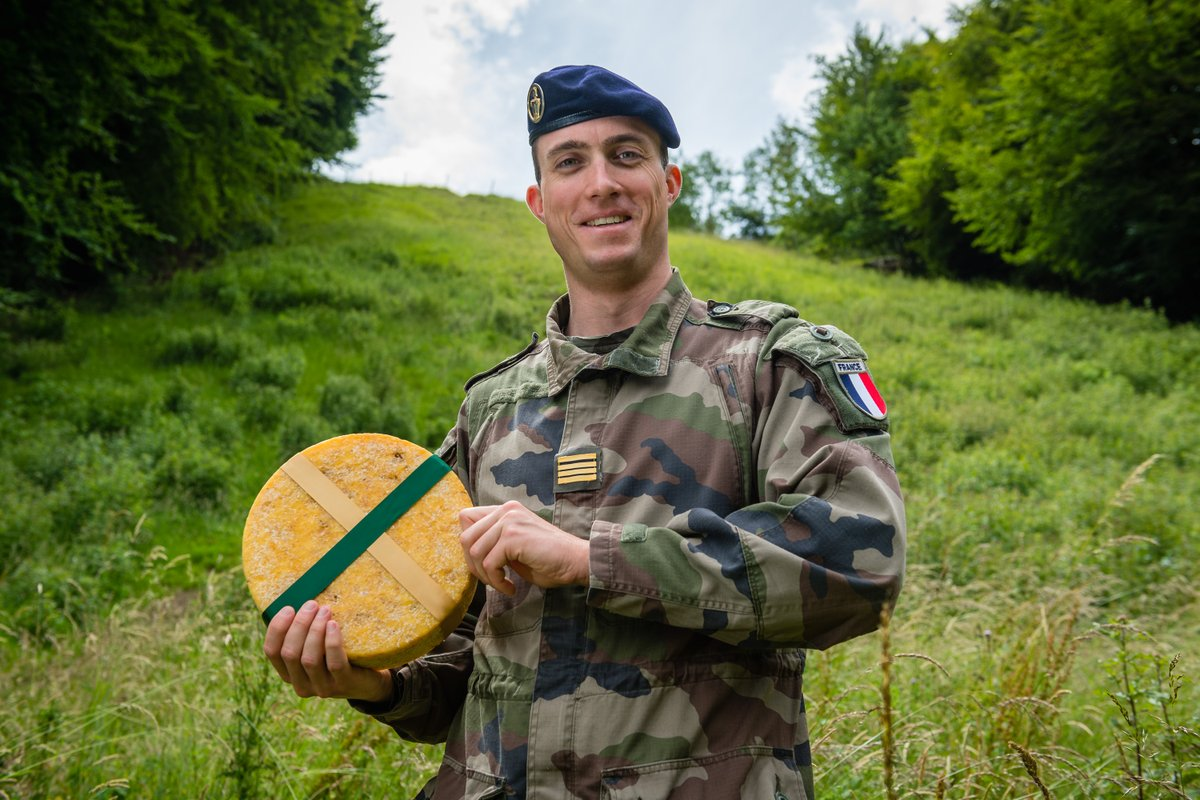 🧀 Fromage Hommage – French @NATO forces thanked for #COVID19 help with 'Double Gloucester' cheese  📰 Full story https://t.co/CXFkXx6xiw #14juillet #G10S #WeAreNATO🇬🇧🇫🇷 https://t.co/YiIBhUlyZL