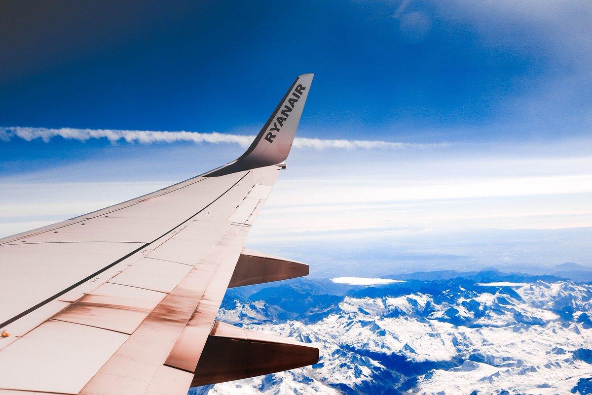 #TanieLoty Chwile grozy na pokładzie samolotu Ryanair. Na szczęście wszystko skończyło siędobrze - https://t.co/P6mmaqHMDp https://t.co/STWvfCJ1tL
