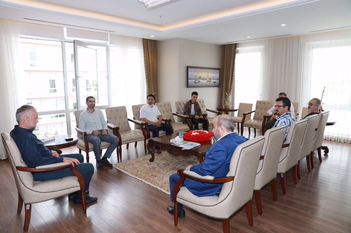 Ensar Vakfı Çekmeköy Şubesi Başkan'ı Muhammed Sarı  ve yönetim kurulu üyeleri misafirimiz.Nazik ziyaretlerinden ötürü teşekkür ediyorum. https://t.co/AeSC3VfZbV