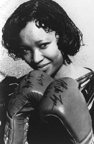"@MikeTyson ""Zindzi Mandela, in 16 July 1988 in Soweto wearing the boxing gloves given to her father by the World Heavyweight Boxing Champion Mike Tyson as a present for his 70th birthday. (Photo credit should read -/AFP via Getty Images)"" @Sammy_Rams @makadijoniza @Bakhatje1pic.twitter.com/SSkZCvRtAX"