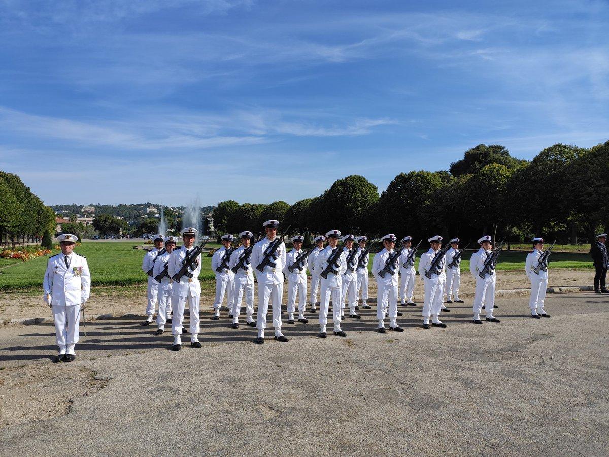 [#14juillet #EnDirect]  Les #MarinsPompiers de #marseille sont présents au parc Borély pour la cérémonie militaire.  On en profite pour saluer nos camarades qui sont sur la place de la Concorde   #FiersDeProtégerMarseille #FiersDeNosMarins https://t.co/7aSz4TLlf6