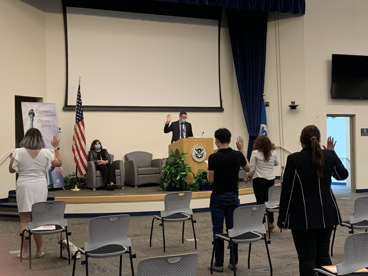Earlier this month our #Chicago Field Office naturalized these new citizens just in time to celebrate the 4th of July. Safety precautions including masks and social distancing help keep our staff and the public healthy. Congrats to all #NewCitizens across the country! https://t.co/ud7e1mnLeI