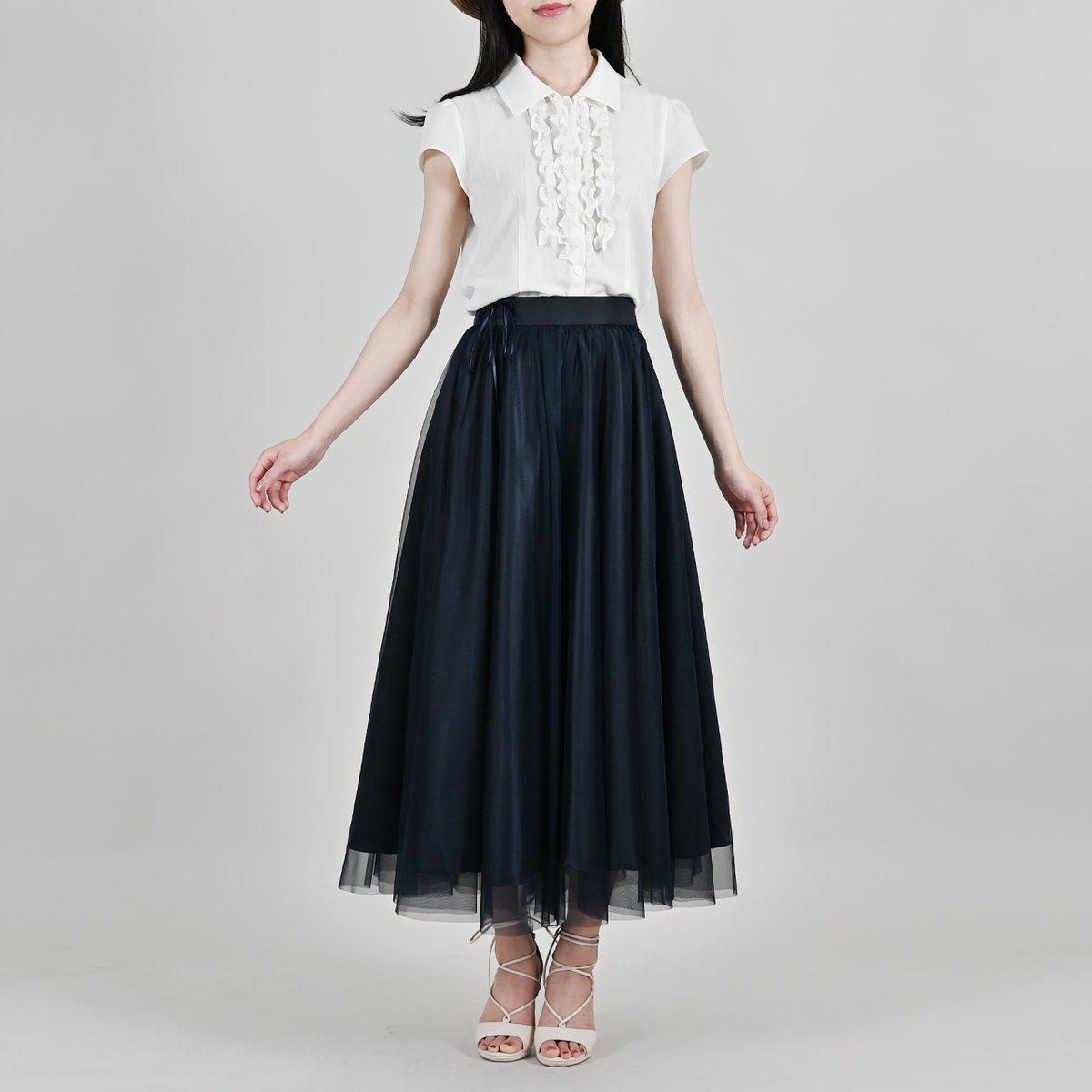 「シルフィード・スカート / ナイトネイビー」軽やかで繊細なスカートをイメージした、絵本や物語に出てくるような幻想的なスカートです。『ナイトネイビー』はチュールとサテンの効果が相乗し、星空をまとうような美しさと清楚感のあるカラー。