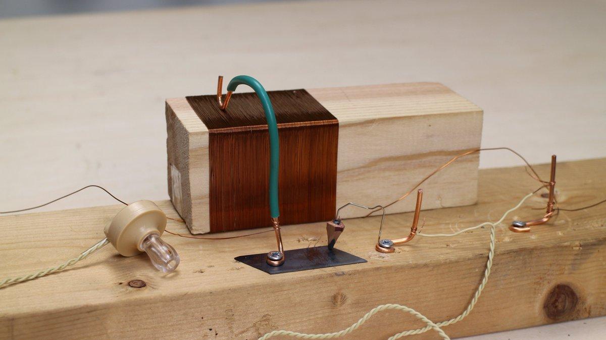 鉛筆とカッターの刃でラジオを自作しました。塹壕ラジオです。電源がなくても動作します。