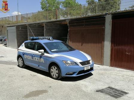 Meccanico abusivo con reddito di cittadinanza in una villa occupata, denunciato a Catania (FOTO) - https://t.co/dx8cZTY5h3 #blogsicilianotizie
