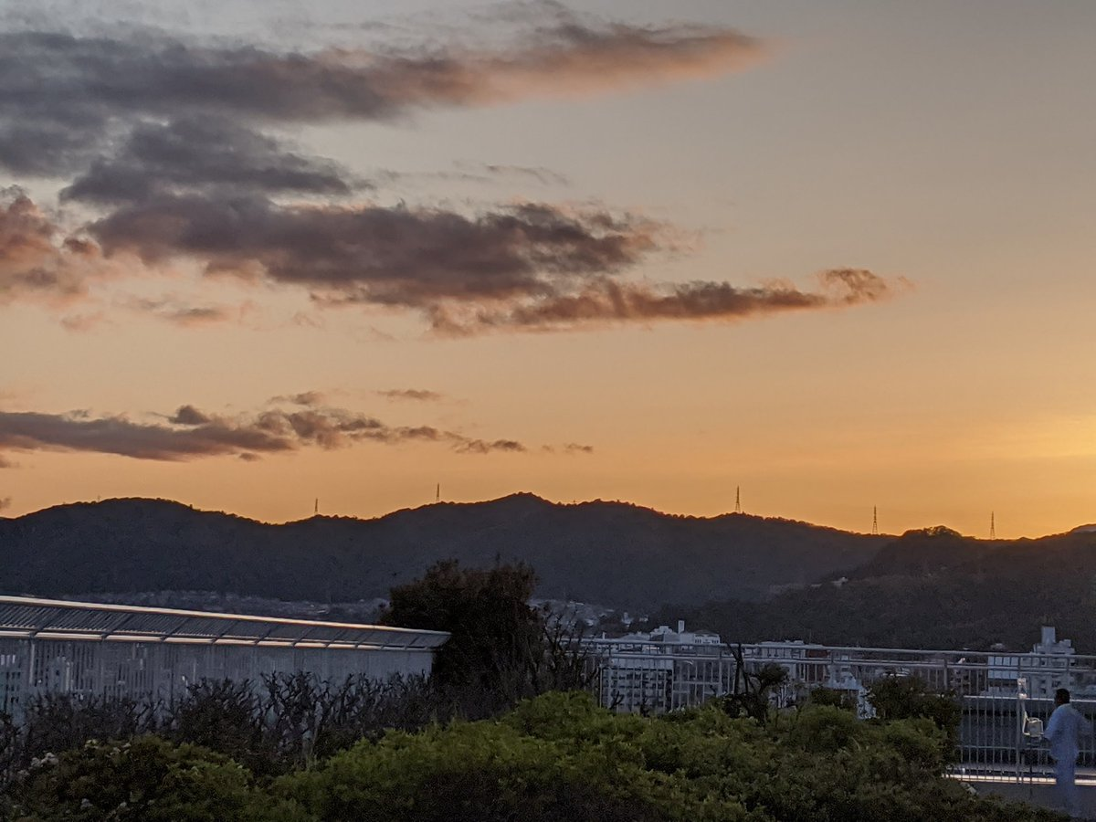 こんばんは、今日の広島市は曇り☁です🤗晴れ☀た日の夕焼けです🌅🤩お仕事を終えらた方、今からお仕事の方、お疲れ様です🙇各地で豪雨災害が起こっています🥺明日が皆様にとって良い日で有ります様に☺️